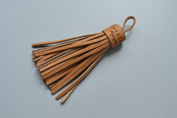 Oshascarf leather tassel P000880