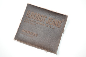 R.ROBOT JEANS® leather label P003297