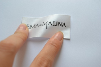 What are the difference between satin woven labels and damask woven labels?