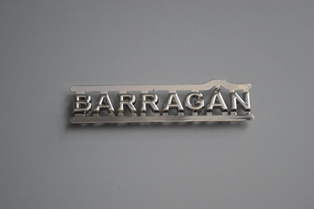 BARRAGAN metal label P003163