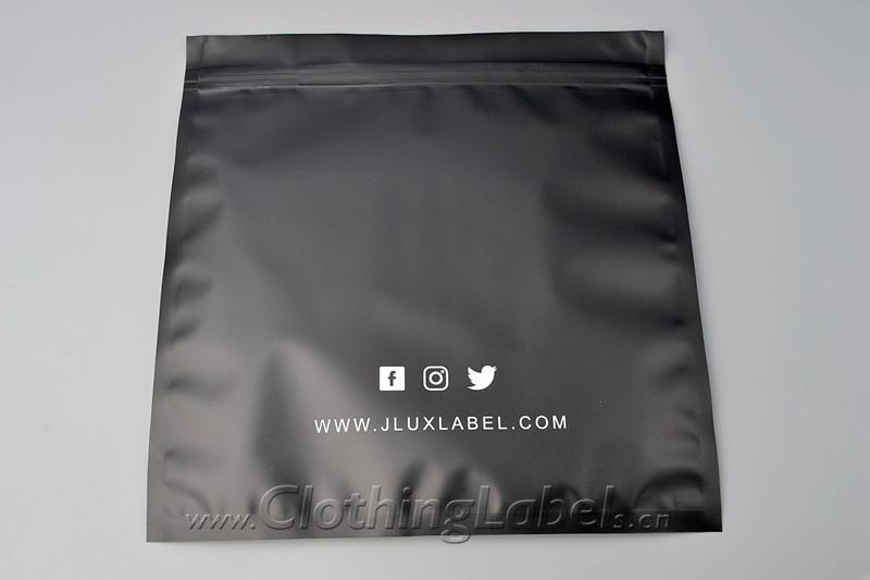 8 plastic packaging 300
