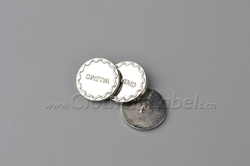 8 clothing buttons 523